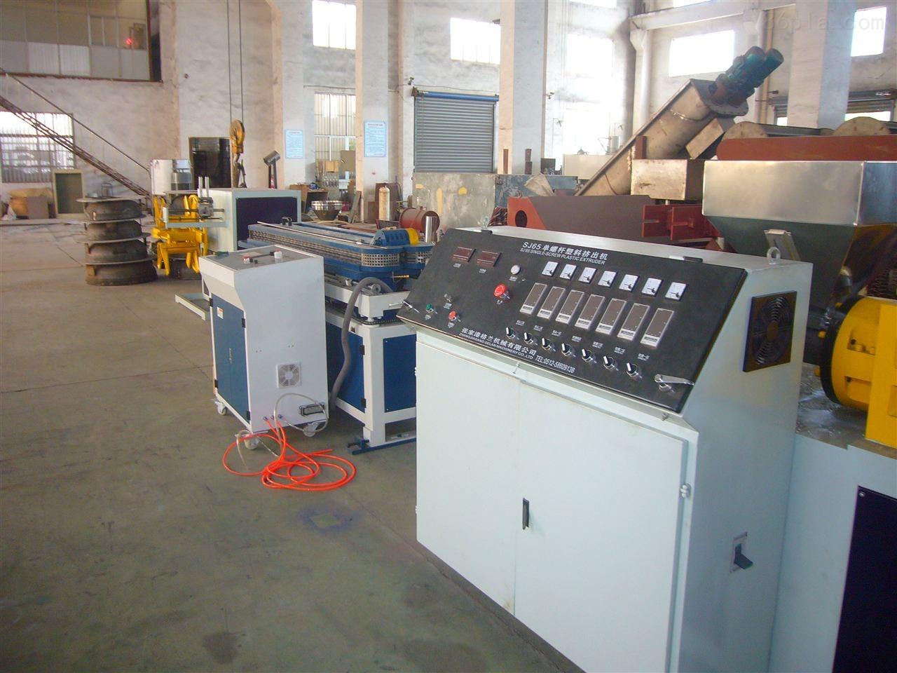 PP-R冷热水管生产线