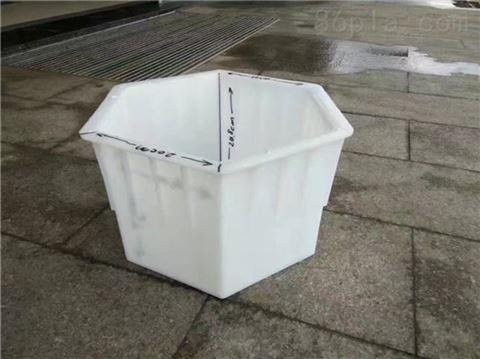 混凝土六棱砖模具发挥作用
