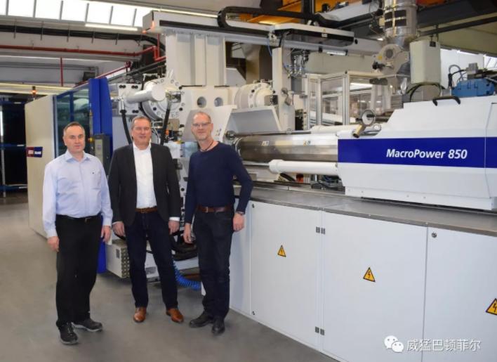 威猛巴頓菲爾的第40000臺注塑機交付給德國斯寶亞創公司
