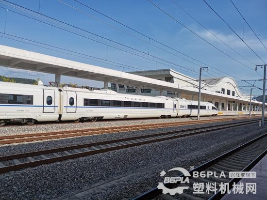 未來列車已來,全球首創碳纖維地鐵列車亮相